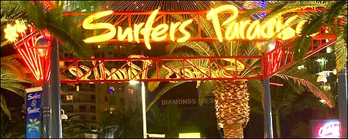Travel to the Surfers Paradise Bars with our Surfers Paradise hire car service.